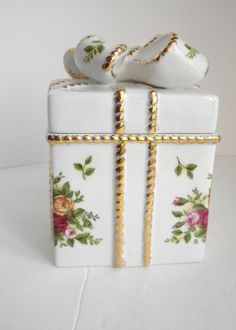 Vintage Royal Albert Old Counrty Rose Gift Box with by oldandnew8, $29.00