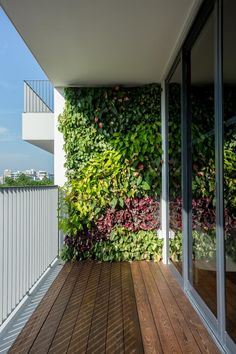 Stunning Vertical Garden for Wall Decor Ideas Do you have a blank wall? do you want to decorate it? the best way to that is to create a vertical garden wall inside your home. A vertical garden wall, also called… Continue Reading → Vertical Garden Indoor, Vertical Garden Design, Garden Wall Decor, Building A Pergola, Small Balcony Garden, Garden Design, Outdoor Design