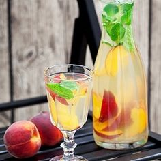 """""""- DOUBLE TAP if you want to try this Detox Water of the Day! Detox Benefits: Cleanse Toxins Boosts Immune System Weight Loss Ingredients 4 cups of…"""" Infused Water Recipes, Fruit Infused Water, Fruit Water, Infused Waters, Yummy Drinks, Healthy Drinks, Healthy Snacks, Healthy Eating, Healthy Nutrition"""