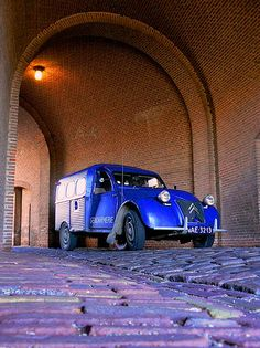 bright blue fourgonette van • Citroen 2CV