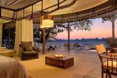 Rustikales Camp-Lounge Möbel-Kerzenlicht-afrikanische Wildnis