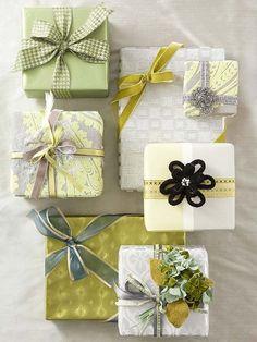emballage de cadeaux original en vert, blanc et argent