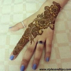 A beginner artist will always look for simple and easy henna designs that they can try in one go. But easy mehandi designs are hard to find. We have collected here really simple mehndi designs that you can try. Easy Mehndi Designs, Henna Hand Designs, Latest Mehndi Designs, Bridal Mehndi Designs, Mehndi Designs Finger, Mehndi Designs For Girls, Mehndi Designs For Beginners, Indian Mehndi Designs, Mehndi Designs For Fingers