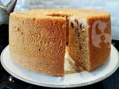 Yumuşacık şifon kek tarifi arayanlar buraya bu kek hem yumuşacık hemde üzümlü ve fındıklı şifon kek nasıl yapılır? Şifon kek kalıbı