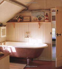 The English Country Cottage bathroom. Cottage Living, Cottage Homes, Cottage Chic, Cottage Style, Cottage Bath, Love Your Home, My Dream Home, Vintage Bathrooms, Antique Bathtub
