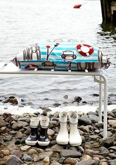 Finlayson Kippari-Aappa bed linen set I Kippari-Aappa -pussilakanasetti 46 € Little Miss Sunshine, Linen Bedding, Duvet, Bed Linen Sets, Finland, Sea Shells, Pattern Design, Nautical, Kids Room