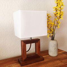 Akin Woodworker (@akin_woodworker) • Instagram-Fotos und -Videos Table Lamp, Woodworking, Lighting, Videos, Instagram, Home Decor, Diy Lamps, Table Lamps, Decoration Home