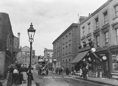 King's Road, Chelsea, 1905 (Chelsea police station on right, then Milmans st then The Globe public house).