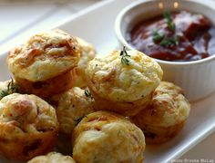 Pepperoni Pizza Puffs - Yum! Great football game snack food.