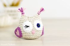 Know an owl lover? We've got the perfect gift idea for them: a crochet winking owl keychain! Whether you're gifting it as a toy or as home decor, this free amigurumi pattern will thrill owl fanatics. This cute crochet ( amigurumi ) owl can . Crochet Diy, Crochet Owls, Crochet Gratis, Crochet Patterns Amigurumi, Crochet Animals, Crochet Hearts, Crochet Food, Owl Crochet Patterns, Owl Patterns