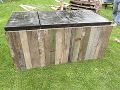 Awesome Rustic Cooler From Broken Refrigerator and Pallets : Adding the Pallet Wood Siding Wood Cooler, Diy Cooler, Patio Cooler, Homemade Cooler, Outdoor Refrigerator, Refrigerator Cooler, Ice Chest Cooler, Wood Shop Projects, Home Bar Designs