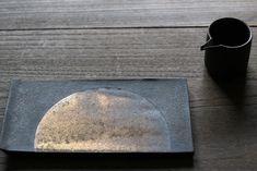 ここ数年、個展では茶器などやちょっと非日常的な器に傾斜していく傾向があり…。 それはそれでいいのだけれど今年は少し「うつわ」を再考しようと思い作品作りを...