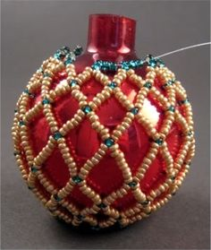 Tutorial - How to make beaded Christmas balls by sarahx