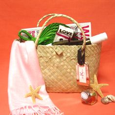 Palm Leaf Handle Bag - Made of palm leaf with handle and closure.