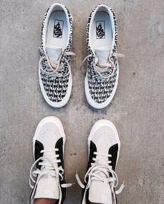 ik hou heel erg van schoenen en heb dan ook contact met andere mensen uit de wereld om elkaars mening te delen over fashion en schoenen