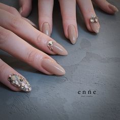 オールシーズン/ハンド/ワンカラー/ミディアム/ベージュ - enneのネイルデザイン[No.4040458]|ネイルブック Silver Nails, Glitter Nails, Japan Nail, Fire Nails, Party Nails, Japanese Nails, Pretty Nail Art, Toe Nail Designs, Gorgeous Nails