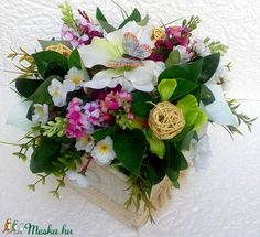 Pillangós virágcsokor fa ládában nagy méretű (KÉSZTERMÉK) (pinkrose) - Meska.hu Fa, Floral Wreath, Wreaths, Home Decor, Flower Crown, Decoration Home, Door Wreaths, Deco Mesh Wreaths, Interior Design