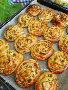 Pin by Gülümser Yılmaz on Poğaçalar Donut Recipes, Pastry Recipes, Cooking Recipes, East Dessert Recipes, Turkish Recipes, Ethnic Recipes, Best Breakfast Recipes, Dessert Bread, Food And Drink