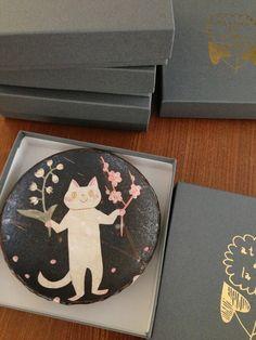 Ceramic Tableware, Ceramic Decor, Kagoshima, Soap Shop, Sketch Notes, Japanese Artists, Crafty Projects, Ceramic Painting, Illustrators