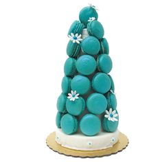 Please leave a minimum of 4 days before pick-up. Our homemade macaron towers are 7 inch tall, 6 inches wide and fit 19 macarons. Perfect for parties of 10 to 15 guests. They come in all the flavors th