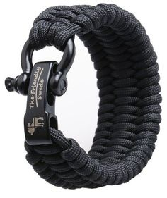 Step-by-step instructions show you how to make a paracord bracelet using the blaze bar weave. Quick deploy, great survival bracelet.Tutorial & patterns
