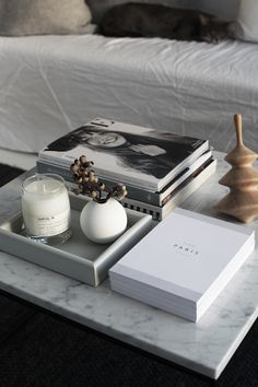grace Coffe table decor, Coffee table books decor, Living room coffee table, Coffee table styling, D Coffee Table Design, Coffee Table Styling, Cool Coffee Tables, Coffee Table Books, Tray Styling, How To Style Coffee Table, Coffee Table Vase, Cozy Living Rooms, Home Living