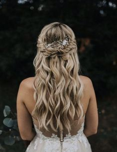 Dive into the best half up half down hairstyles of the year! Whether you have longer or shorter hair, we definitely have a cute half up hairstyle for you. Wedding Hair Clips, Wedding Hair Down, Wedding Car, Wedding Night, Wedding Braids, Wedding Makeup, Down Hairstyles, Wedding Hairstyles, Natural Hairstyles
