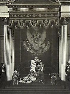 Very rare and important large original vintage photograph of Czar Nicholas II delivering the Throne Speech at the opening of the State Duma in the Saint Ge