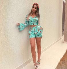 Feel Free to Express Your Own Style with Your short two piece outfits.Today, these outfits are made to look extremely stylish while being efficient at the same time. We are lovin' the two piece set… Night Outfits, Cool Outfits, Casual Outfits, Fashion Outfits, Love Fashion, Womens Fashion, Summer Outfits Women, How To Make Shorts, Two Piece Outfit