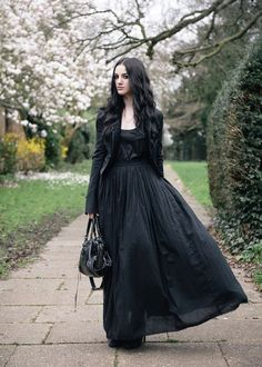Top Gothic Fashion Tips To Keep You In Style. As trends change, and you age, be willing to alter your style so that you can always look your best. Consistently using good gothic fashion sense can help Witch Fashion, Dark Fashion, Gothic Fashion, Steampunk Fashion, Alternative Mode, Alternative Fashion, Estilo Dark, Looks Dark, Gothic Mode