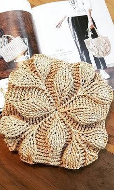 Meet the Spring with the Most Beautiful Crochet Bags Free Pattern! – Page 17 of 29 – hairstylesofwomens. com crochet patterns; Free Crochet Bag, Crochet Cross, Crochet Bags, Modern Crochet Patterns, Knitting Patterns, Crochet Classes, Beginner Crochet Projects, Bag Pattern Free, Crochet Handbags