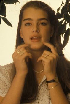 Actress and model Brooke Shields at a photo shoot in June 1986 in New York City Brooke Shields Young, Calvin Klien, 80s Makeup, Beauty Around The World, Cute Young Girl, Human Body, Hair Goals, Role Models, Pretty People
