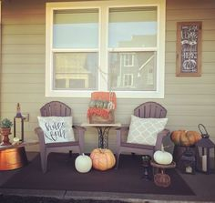 Fridley Homes Design & Interiors fall porch decor. #hellofall #fridleycustomhomes.com #interiordesign #farmhouse #fall