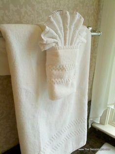 artistic towel foldingMy all-time favorite, go-to towel folding technique. Bathroom Towel Decor, Bathroom Fixtures, Bathroom Ideas, Bathroom Crafts, Design Bathroom, Bath Ideas, Modern Bathrooms Interior, Modern Interior, Towel Display