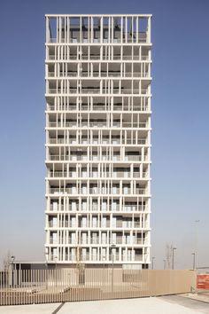 **Medaglia d'Oro all'Architettura Italiana 2015** _Premio speciale all'opera prima_ 56 apartments, Milan