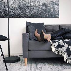 http://ift.tt/2lcL00h #SUNDAYMOOD Und bei euch so???  . Ich liebe die kleine Couch von @tchibo. Die ist so schön und genau mein Format. Und auf jeden Fall ein Hingucker im Studio  . . #filizity #lifestyle #blogger_de #koblenz #germanblogger
