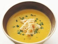 本多 京子 さんのかぼちゃを使った「かぼちゃのポタージュ」。かぼちゃは食物繊維の王様。独特の甘みと、まったりとした舌触りはかぼちゃならではのおいしさ。鮮やかな黄色で思わず元気になる一品! NHK「きょうの料理」で放送された料理レシピや献立が満載。 Asian Recipes, My Recipes, Bread Recipes, Soup Recipes, Healthy Recipes, Ethnic Recipes, Salad Sauce, Pumpkin Soup, Recipe Collection