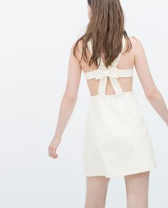 Image 4 de Robe-chasuble ornée d'un noeud de Zara