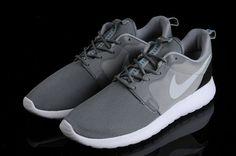 factory authentic 13a02 4ac28 Gris clair Nike Rosen Run - €74.02   Chaussures Nike Air Max Pas Cher Solde    Nike Free Run   Nike Air Jordan - Livraison gratuits