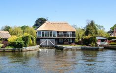 Harnser Lodge, Horning, Norfolk, England. Self Catering. Sleeps 1 - 6.