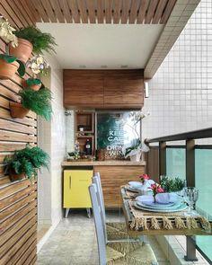 Desejo pra tarde de hj uma varandinha com painel ripado em madeira e plantinhas pra alegrar    Projeto Larissa Catossi  DECOREDECOR   STYLE   TERRACE