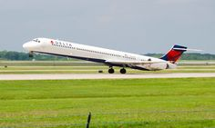 Delta Air Lines Plane Going 140mph Aborts Take-off to Avoid Collision - http://www.airline.ee/delta-air-lines/delta-air-lines-plane-going-140mph-aborts-take-off-to-avoid-collision/ - #DeltaAirLines