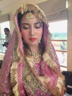 a beautiful indian bride with perfect makeover Bridal Dupatta, Bridal Mehndi Dresses, Pakistani Wedding Dresses, Bridal Outfits, Indian Dresses, Indian Outfits, Indian Bridal Hairstyles, Indian Bridal Wear, Indian Wear