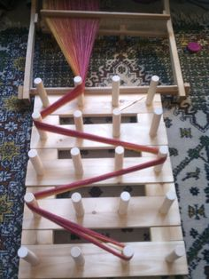 direct warping a RH loom with a warping board. Note: At this site is a courageous person who wears beautiful things, made from handspun yarn and dances with crutches. Hooray for her strength! Inkle Weaving, Weaving Tools, Card Weaving, Weaving Projects, Basket Weaving, Tablet Weaving Patterns, Weaving Textiles, Tapestry Weaving, Navajo Weaving