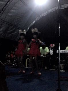 Si kembar ikut lomba karaoke :D