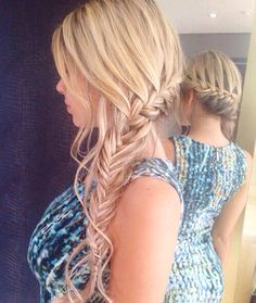 Side braid mehr 25 gorgeous wedding hairstyles for long hair Side Braid Hairstyles, Summer Hairstyles, Pretty Hairstyles, Wedding Hairstyles, Long Curly Hair, Curly Hair Styles, Bridesmaid Hair, Hair Dos, Hair Inspiration