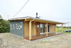 薪ストーブがある平屋、COVACO(コバコ)01 Japanese Home Design, Japanese House, Prefab Container Homes, Creative Architecture, Diy Deck, House Landscape, Small House Design, Home Design Plans, Cool Rooms