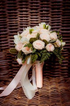 Нежный букет невесты из роз