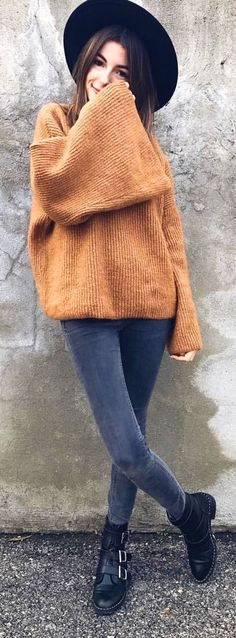 #spring #outfits woman wearing brown sweater and gray skinny jeans outfit. Pic by @valentorya