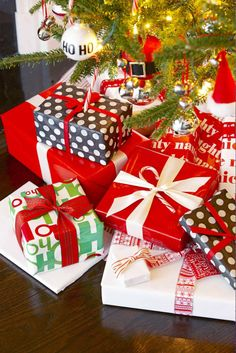 Fresh, festive DIY holiday gift wrap ideas from Good Housekeeping, including ideas for gift ribbons, Furoshiki, cookie envelopes and more fun inspiration. Diy Holiday Gifts, Unique Christmas Gifts, Christmas Gift Wrapping, Holiday Fun, Christmas Crafts, Xmas, Christmas Ideas, Christmas Giveaways, Christmas Foods